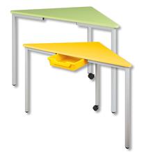 Dreiecks-Tisch mit Schiene