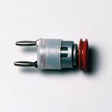 Elektromotor mit Steckerstiften