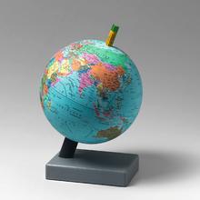 Globus zur Darstellung des Erdmagnetfeldes